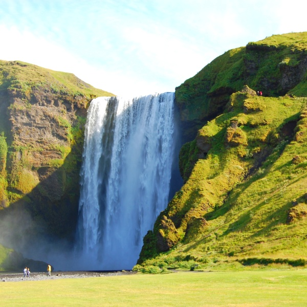 kógafoss the way tourists see it. From the front. Missing a gem that's 'rather' nearby.
